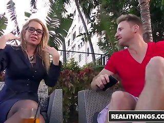 Realitykings - Milf Hunter - Desi Dalton Levi Geld - Hawt Su