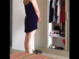 Sexy arse milf is changing her clothing. geiler arsch