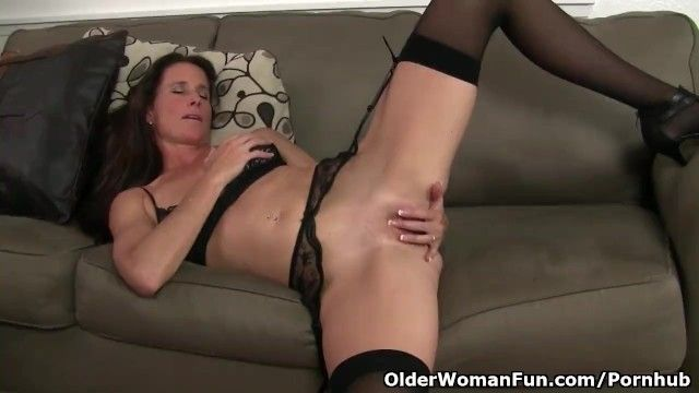 Us milf sofie will spoil u with her shaven fur pie