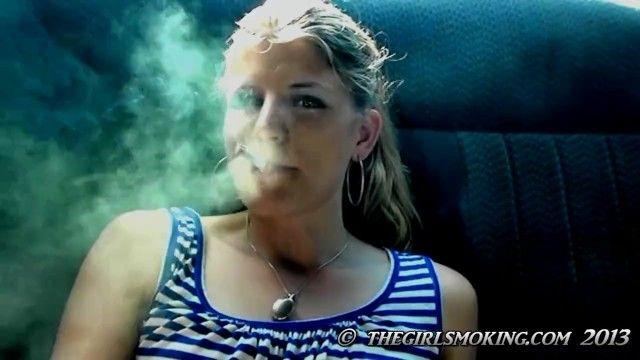 Kostenlose Cutie Smokin Zigarettenclip Marlboro Red 100-thegirlsmoking.