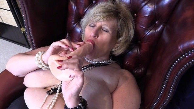 Large tit whorein nylons with pearl necklaces enjoys pumping herself