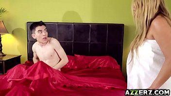 Breasty Milf Kianna Dior gebohrt Jordis Riesen Penis