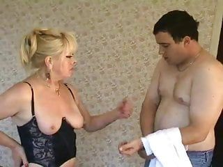 Golden-haired milf mistresse in nylons face sits