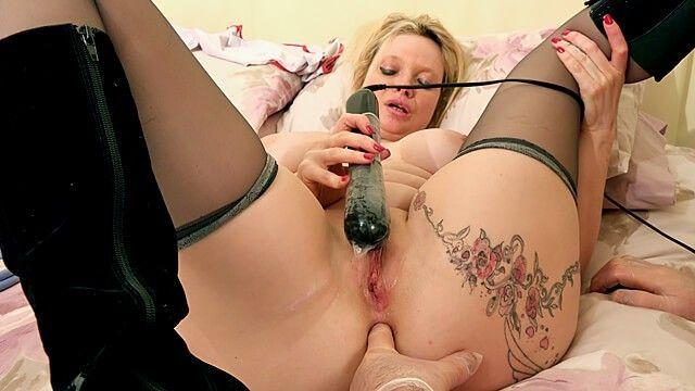 Randy reift Hunk Booty fingert und benutzt eine Liebestunnelpumpe für die Krankenschwester