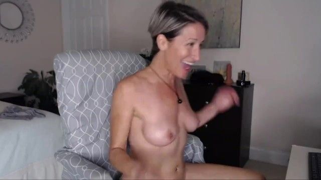 Sexy mature woman on livecam short clip