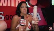 Girlsgonewild - heiße Latin Chick Mia Martinz zieht ihren Bikini aus und masturbiert