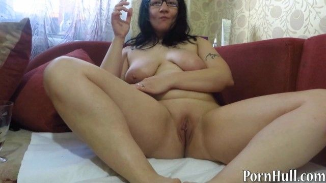 Older milf, pissing and smoking. urine fetish
