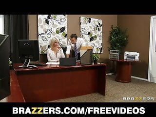 Brazzers - breasty bombshell lexi gulp seduces her boss