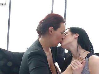 Breasty ältere Tante kopuliert jugendliche Lesbo volljährig Teenager Schönheit