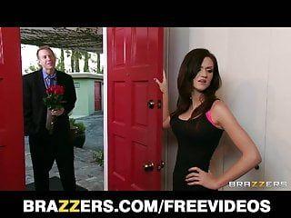 Brazzers - Cinsel Heyecanlı Sarışın Milf, Kızlarını Kopulates BF