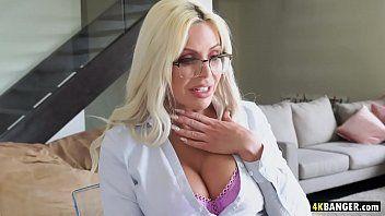 Breasty Hawt Nina Elle wird so versaut, dass der weiße Mann sie fickt